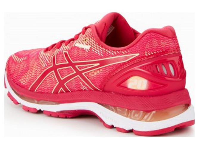 ... permite maior movimento dos pés dentro do calçado durante a corrida bb4fb12c6f425