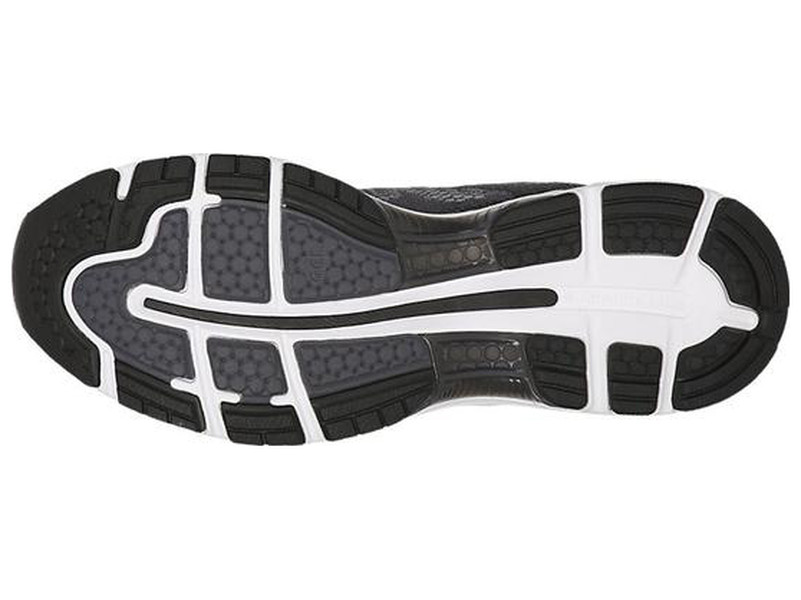 A flexibilidade do solado é resultado das três linhas de flexão presentes  na parte dianteira do solado. Já a aderência é garantida através de uma  borracha ... 56bee785ba47c
